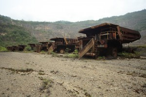 burnt out trucks at Panguna - Baker/MPI 2009